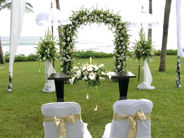 Traditional wedding decorations in bali 4 dekor indonesia published 22 june 2012 at 640 480 in junglespirit Images