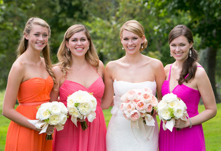 bride-and-bridesmaids-with-matching-bouquets